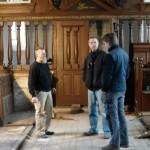Meubelmakers Polhuijs en Meulenbeek behartigen de restauratie van het meubilair uit 17e-19e eeuw