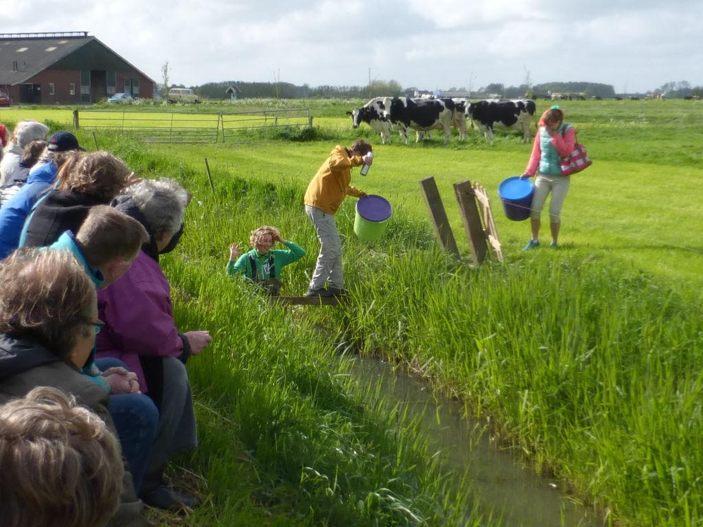 Spelers en publiek bij de voorstelling VeeVeeVee van Karlijn Kistemaker