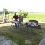 De meubels worden tegen houtworm beschermd. Het impregneren gebeurt bij voorkeur buiten