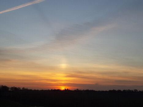 zonsondergang bij de kerk